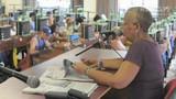 Vorleserinnen halten Zigarrenroller in Kuba bei Laune